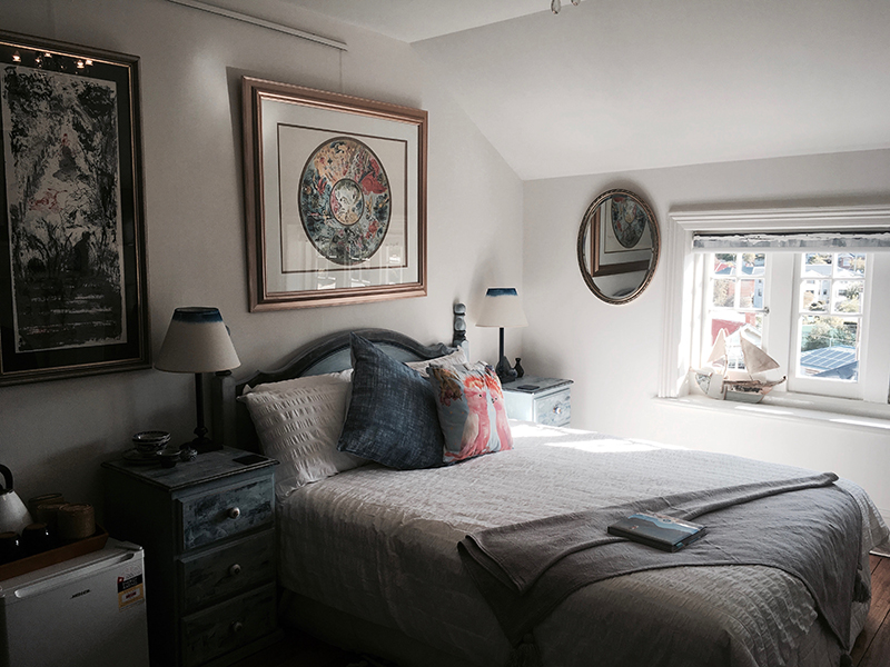 Whitely - Queen bed